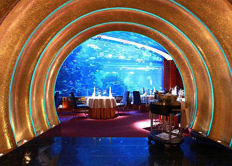 迪拜帆船酒店的AI-Mahara水下餐厅